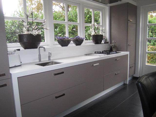 Moderne Keukens Inbouwapparatuur : Landelijke keukens tijdloze moderne ...